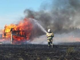 В связи с установившейся сухой и жаркой погодой участились случаи горения травы и мусора